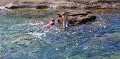 Děti koupání v moři — Stock fotografie