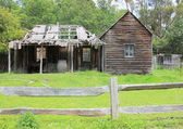 Run down old Australian settlers cottage — Stock Photo