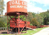 Coal Creek railway siding water tank and train carriages — Stock Photo