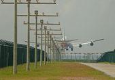 Aeroplane landing — Stock Photo