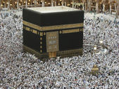 Muslims circumambulate the Kaaba in Mecca, Saudi Arabia. — Stock Photo