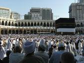 Muslims circumambulate the Kaaba. — Stock Photo
