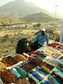 Beads seller sells at Arafah, Saudi Arabia. — Stockfoto