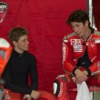 2009 Ducati MotoGP Casey Stoner talks to fellow team mate rider — Stock Photo