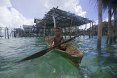SEMPORNA, MALAYSIA - JULY 3 : A local sea gypsy kid paddles a boat — Stock Photo