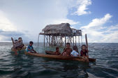 SEMPORNA, MALAYSIA - JULY 3 : A group of local sea gypsy kids paddle their boat — Stock Photo