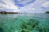 Kristal berraklığında su ile malezya tropikal tatil — Stok fotoğraf
