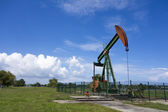 Oil pump jack in work. Oil industry in Seria, Brunei Darussalam — 图库照片