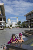BANDAR SERI BEGAWAN(BSB), BRUNEI-NOV. 4:Fatimah (5 yrs) & Nadia — Stock Photo