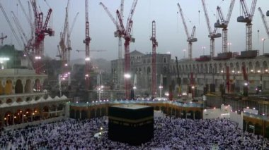 Muslim pilgrims circumambulate the Kaaba at Masjidil Haram circa in Makkah, S.Arabia — Stock Video