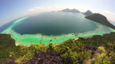 Fish eye view of Bohey Dulang island volcanic crater — ストックビデオ