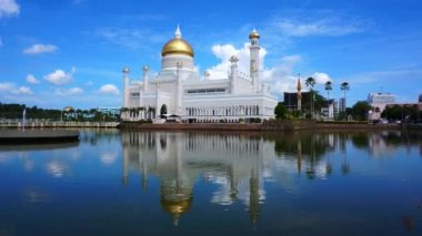 Masjid Sultan Omar Ali Saifuddin Mosque in Bandar Seri Begawan, Brunei — Stock Video