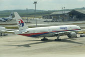 KUALA LUMPUR INTERNATIONAL AIRPORT - MARCH 17: Boeing 777-200ER — Stock Photo