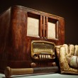 Antique Radio With Baseball Mit And Glove — Lizenzfreies Foto
