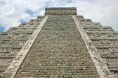 Stairs of El Castillo Pyramid — Stock Photo