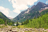 View at Maroon Bells from moraine — Stock Photo