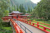 Bridge to Byodo-in Temple — Stock Photo