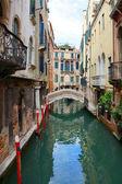 Kanal ve Köprüsü Venedik, İtalya — Stok fotoğraf