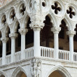 Doge's Palace colonnade with bas-reliefs — Stock Photo
