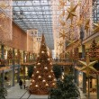 BERLIN, Dec. 18. Christmas decoration shopping center in Berlin — Stock Photo