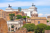 Palace of Victor Emmanuel on the background of the Roman Forum, — Stock Photo