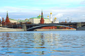 Moscow Kremlin and a large stone bridge, Russia — Stock Photo