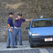 ROME-ITALY, AUGUST 28, Italian police on duty at the walls of th — Stock Photo