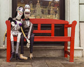 Couple in love on a red bench — Стоковое фото