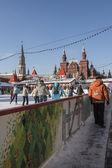Moskau, russland - januar 25: eisbahn auf dem roten platz in moskau am 25 — Stockfoto