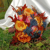 Beautiful autumn bouquet in the grass — Stock Photo