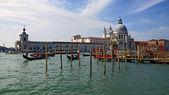 Góndolas en el gran canal de venecia — Foto de Stock