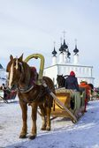 Horse harnessed to a sledge. Suzdal, Russia — Stock Photo