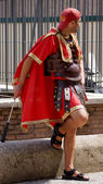 ROME, ITALY-AUGUST 29. street performer dressed in clothing of t — Stock Photo