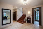 Travertine house: hallway — 图库照片