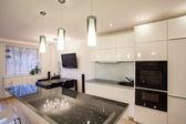 Stilvolle wohnung - küche und esszimmer — Stockfoto