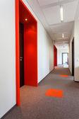 Pasillo con piso colorido — Foto de Stock