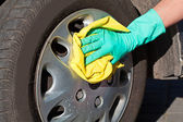 Car wheel cleaning — Stock Photo