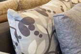 Almohadas bordadas o impresas — Foto de Stock
