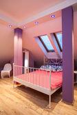 Amarant house - rosa sovrum — Stockfoto