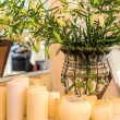 Mediterranean interior - flowers and candles — ストック写真