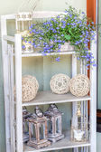 Mediterranean interior - artistic shelves — Photo