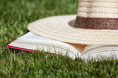 Hat on a book — Stockfoto