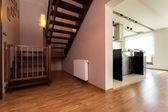 都市アパートの階段 — ストック写真