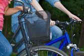 Paar auf fahrrädern — Stockfoto