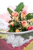 Blumen von einem Mann im Staub bin — Stockfoto