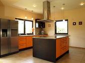 Elegante cocina cómoda — Foto de Stock