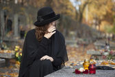 Grieving woman at graveyard — Stock Photo