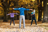 Aerobic class in the park — Stockfoto