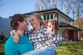 Couple moving into a new house — Stock Photo