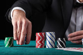 Croupier in casino — Stockfoto